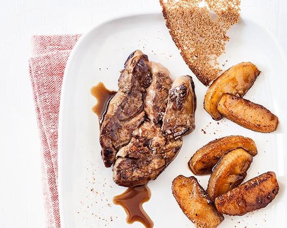 Foie gras et pommes Miss Chef® poêlées, chips de pain d'épices et réduction de porto