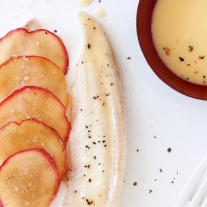 Seezungenfilet mit Miss Chef® Apfelschuppen, Buttersauce mit Apfelessig